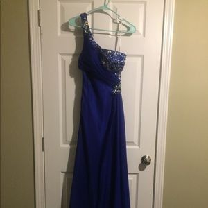 Showtime Collection prom/military ball gown